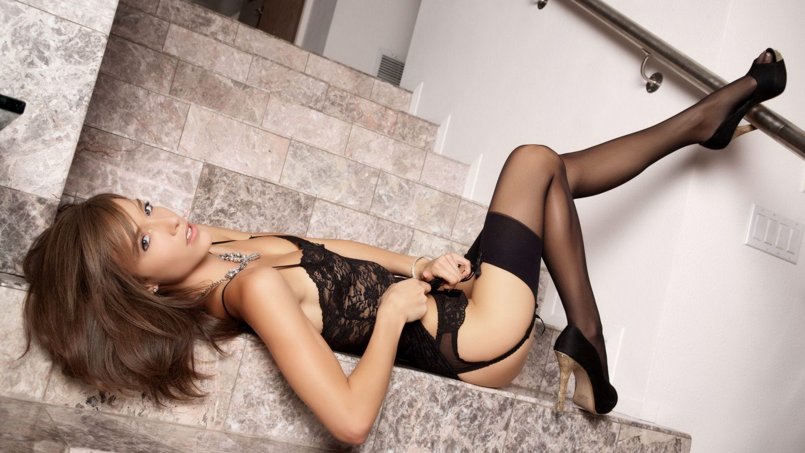 London escorts long sexy legs